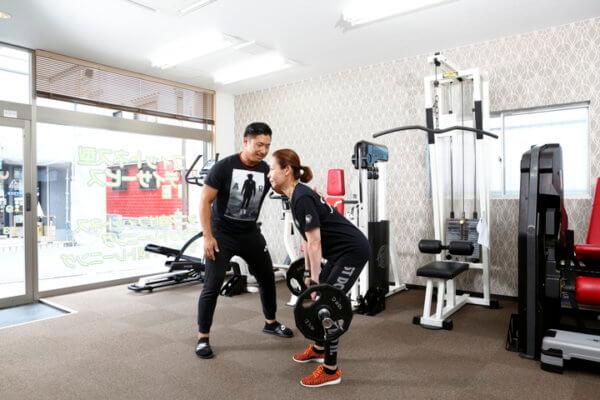 地域にフィットネスを。元アメフト選手、現役ボディビルダー、筋肉と骨のことを知り尽くした整骨院の先生が、パーソナルトレーニングで根本から体を改善する。の画像